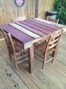 diy-pallet-patio-table---pallet-dining-table.jpg